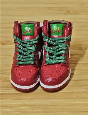 "1/6 Scale Sneakers Nike Air Jordan Shoes for 12"" figure with burgundy  and green  color"